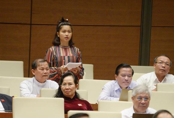 Thủ tướng trả lời chất vấn của nữ đại biểu Ksor HBơ Khăp về văn hóa từ chức - Ảnh 1.