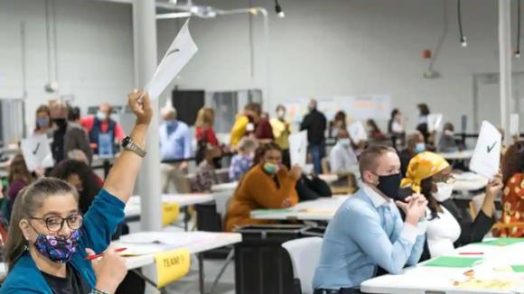 Một phòng kiểm phiếu lại ở Lawrenceville, bang Georgia /// Reuters