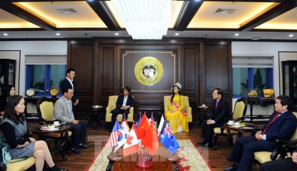 ĐH Kinh tế Quốc dân tự hào nữ sinh đầu tiên đăng quang Hoa hậu Việt Nam 2020 - ảnh 1