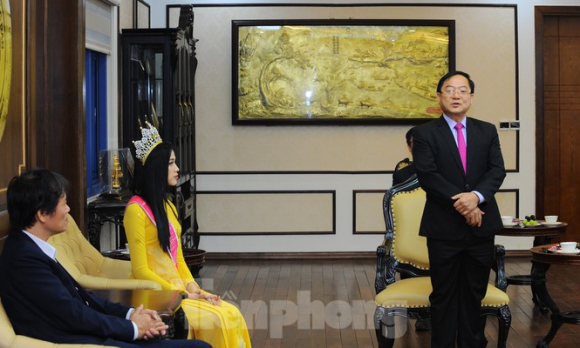 ĐH Kinh tế Quốc dân tự hào nữ sinh đầu tiên đăng quang Hoa hậu Việt Nam 2020 - ảnh 2