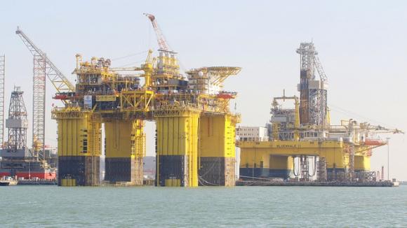 Giàn khai thác dầu nước sâu nửa nổi nửa chìm của Tổng công ty Dầu khí hải dương Trung Quốc (CNOOC) /// Ảnh chụp màn hình CGTV