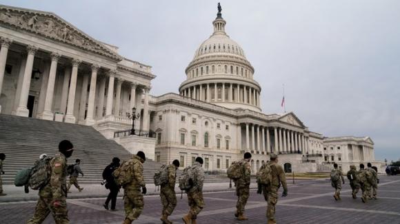 Vệ binh Quốc gia Mỹ bảo vệ Điện Capitol sau vụ bạo loạn ngày 6.1 /// Reuters