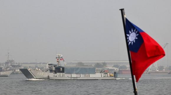 Lá cờ Đài Loan được trông thấy trong một cuộc tập trận hải quân ở Kaohsiung hôm 27/1 (Ảnh: Reuters)