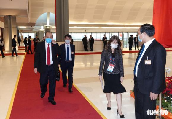 Thủ tướng họp khẩn về COVID-19 ngay tại phòng họp ở Đại hội Đảng XIII - Ảnh 7.