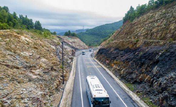 Tuyến đường nối Quốc lộ 18 vào Khu Di tích Yên Tử vừa được đưa vào sử dụng