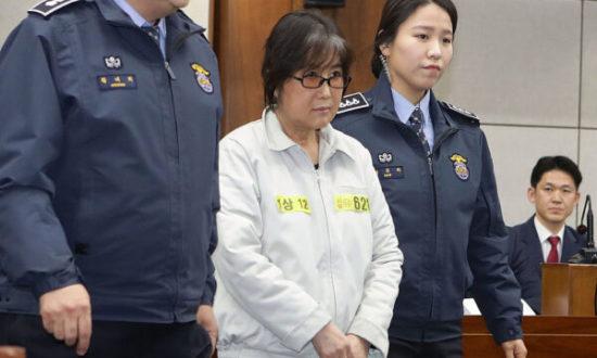 Bà Choi Soon Sil đã xuất hiện tại tòa án trong phiên xét xử đầu tiên ở Seoul, Hàn Quốc hôm 5/1/2017. (Ảnh Chung Sung-Jun / Getty)