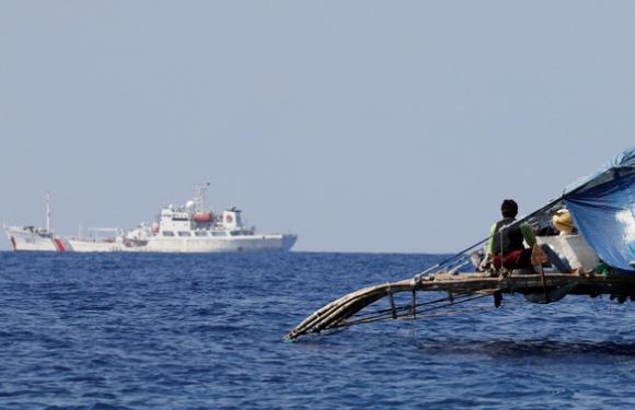 Thượng nghị sĩ Philippines gọi Luật hải cảnh của Trung Quốc là ngoại giao pháo hạm - Ảnh 1.