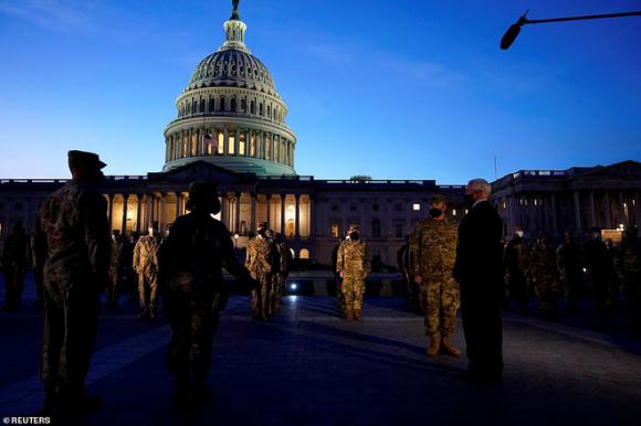 Phó TT Pence xuất hiện không báo trước ở Điện Capitol, chỉ thị: Phải đảm bảo an toàn lễ nhậm chức của Biden - Ảnh 4.