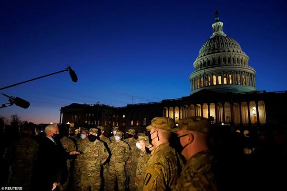 Phó TT Pence xuất hiện không báo trước ở Điện Capitol, chỉ thị: Phải đảm bảo an toàn lễ nhậm chức của Biden - Ảnh 7.