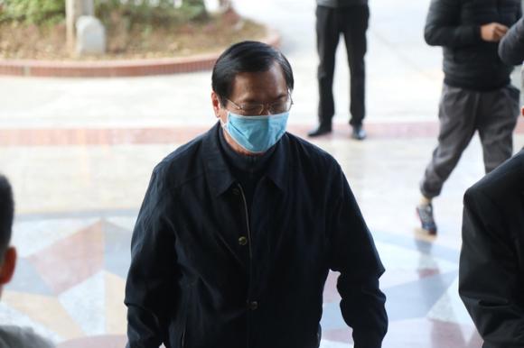 Vì sao cựu Bộ trưởng Vũ Huy Hoàng đến tòa bằng xe Mercedes? - Ảnh 2.