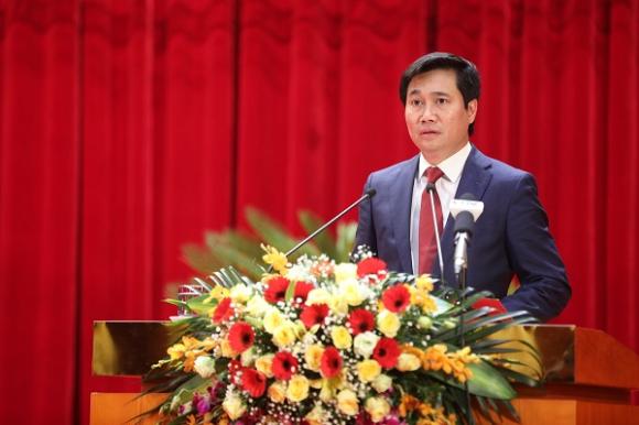 Chủ tịch UBND tỉnh Quảng Ninh Nguyễn Tường Văn phát biểu tại kỳ họp