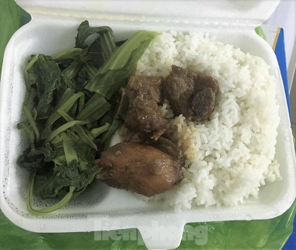 Tỉnh Quảng Ninh nói gì về việc người cách ly phản ánh bị 'cắt xén' bữa ăn? - ảnh 1