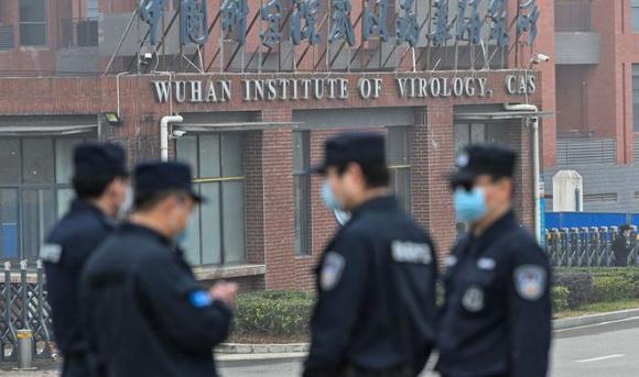 An ninh bên ngoài phòng thí nghiệm Vũ Hán /// AFP/Getty