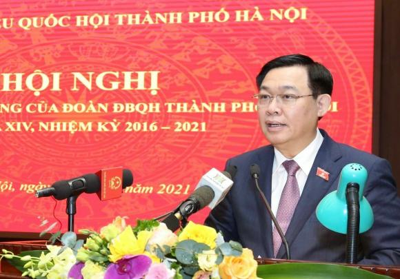 Bí thư Thành ủy, Trưởng Đoàn đại biểu Quốc hội thành phố Hà Nội Vương Đình Huệ phát biểu.