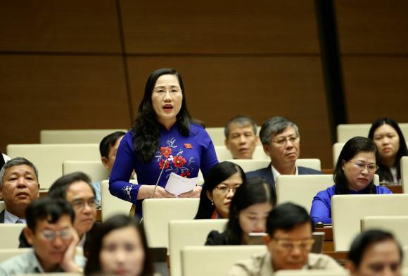 Đại biểu Quốc hội tỉnh Bắc Kạn Nguyễn Thị Thuỷ phát biểu.
