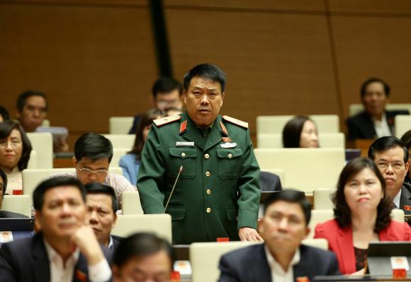 Đại biểu Quốc hội tỉnh Hà Giang Sùng Thìn Cò phát biểu.
