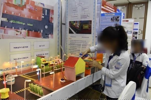 Một gian trưng bày tại cuộc thi khoa học kỹ thuật. Ảnh LĐO