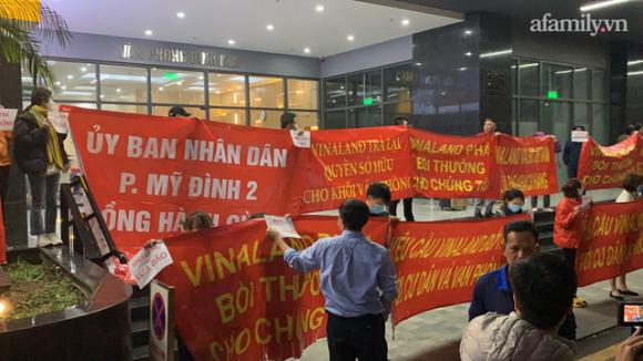 Hy hữu ở Hà Nội: Mua chung cư quận Cầu Giấy lại nhầm thành Nam Từ Liêm, chủ đầu tư im bặt, hàng trăm cư dân căng băng rôn yêu cầu đối thoại - Ảnh 4.
