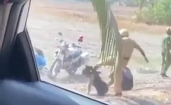 """Công an huyện Bình Chánh: CSGT đánh, đá tới tấp 2 thanh niên trong clip gây xôn xao là """"sai hoàn toàn, đã làm bản kiểm điểm"""""""