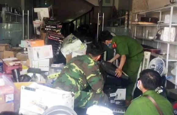 Thượng tá biên phòng ở An Giang nói gì về hàng lậu chất đầy trong nhà mình?