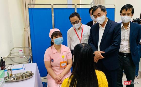 Chính thức tiêm thử nghiệm vaccine COVID-19 do Việt Nam nghiên cứu và sản xuất tại Đại học Y Hà Nội ảnh 5