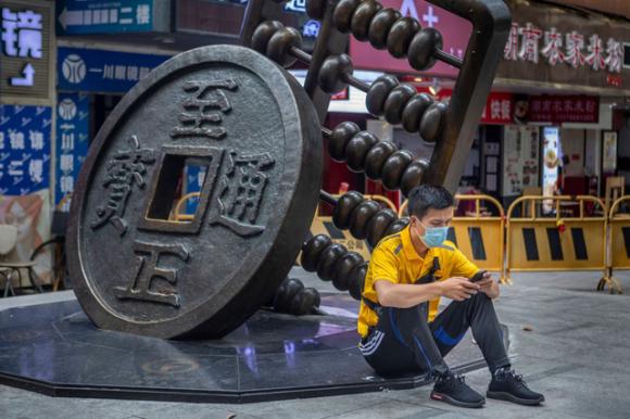 Nhân dân tệ kỹ thuật số có thể giúp Trung Quốc lật đổ ngôi vương của đồng USD như thế nào? - Ảnh 3.