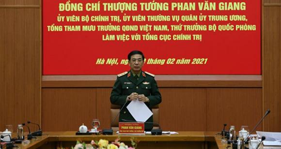 Thứ trưởng Bộ Quốc phòng Phan Văn Giang phát biểu tại buổi làm việc.