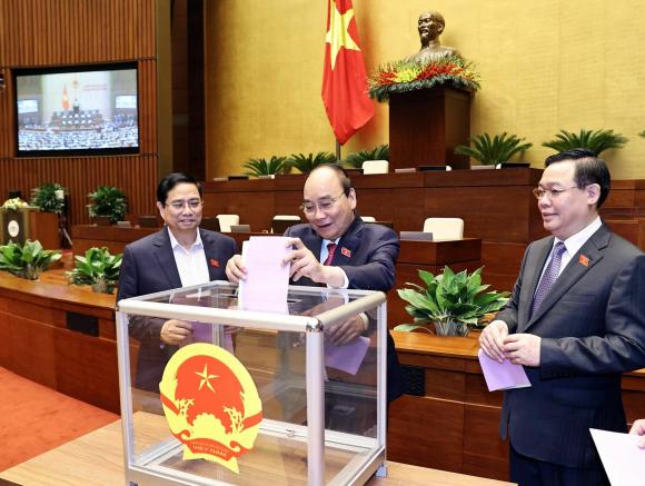 Quốc hội мiễn nhiệм Phó Chủ tịch nước, một số ủy viên UBTV Quốc hội