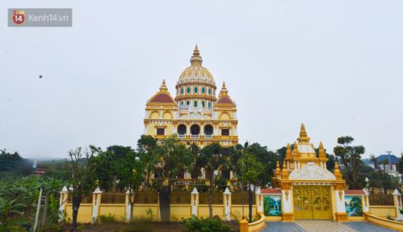 Lâu đài đồ sộ theo phong cách Tây của đại gia Việt: Đẳng cấp giàu có hay trưởng giả học làm sang? - Ảnh 1.