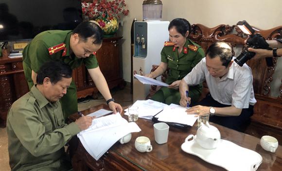 Vụ xây chuồng bò gần 13 tỷ đồng: Khởi tố Nguyên Trưởng ban Dân tộc tỉnh Nghệ An - Ảnh 1.