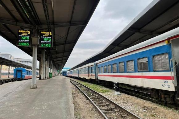 Lao động bị nợ lương nhiều tháng, kinh phí bảo trì chưa phân bổ, ngành đường sắt đang kêu cứu. Ảnh: Lâm Anh