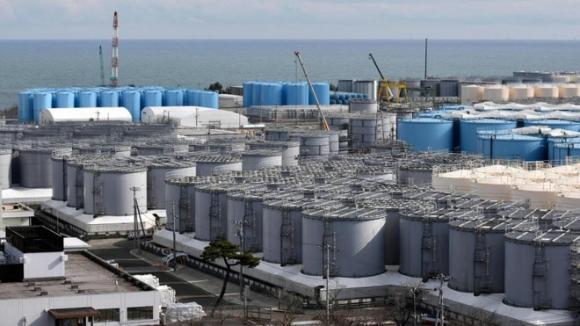 Các bồn chứa nước thải nhiễm phóng xạ của nhà máy Fukushima /// AFP/Getty