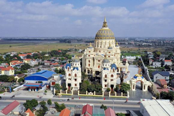 Lâu đài đồ sộ theo phong cách Tây của đại gia Việt: Đẳng cấp giàu có hay trưởng giả học làm sang? - Ảnh 8.