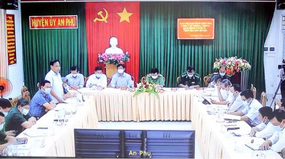 NÓNG: Cặp vợ chồng nhập cảnh trái phép từ Campuchia nghi nhiễm COVID-19, An Giang họp khẩn - Ảnh 1.