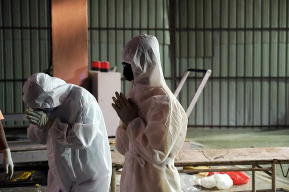 Thảm cảnh Covid-19 ở Ấn Độ: Thi thể chất chồng trong các lò hỏa táng, số người tử vong thực sự có thể bỏ xa thống kê - Ảnh 2.