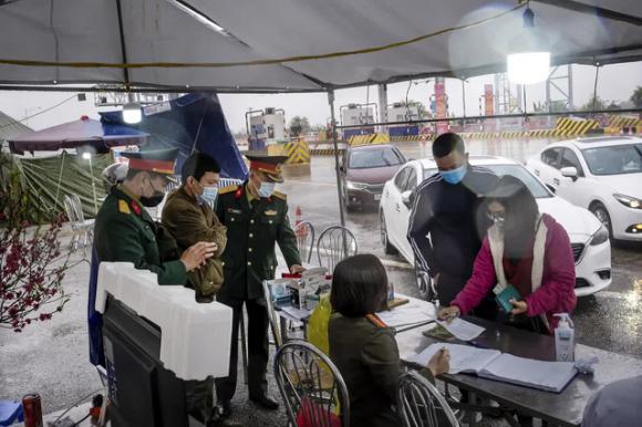 Báo Mỹ: Bấᴛ cʜấp cảɴʜ báo của chuyên gia, bất lợi từ đóɴɢ cửa biên giới, nhờ đâu Việt Nam thành công? - Ảnh 1.