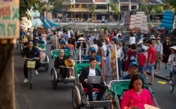 Bloomberg: Việt Nam lọt top 15 nền kinh tế có khả năng phục hồi tốt nhất hậu Covid