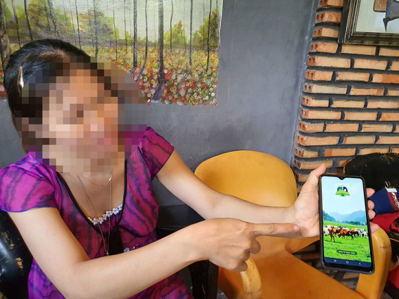 """Chị N.T.T (ngụ Bà Rịa-Vũng Tàu) là một trong rất nhiều nạn nhân sập bẫy app """"trang trại tiết kiệm"""" ẢNH: NGUYỄN LONG"""