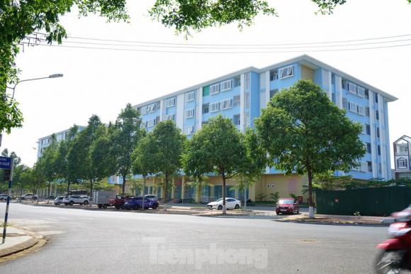 Nhà ở xã hội ở phường Tân An, TP. Buôn Ma Thuột dành cho cán bộ khó khăn, nhưng bên ngoài khu này dựng nhiều ô tô trong đó có chiếc trị giá tỷ đồng