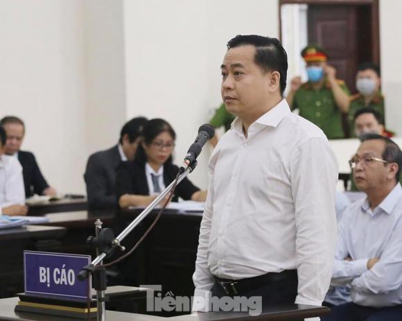 Phan Văn Anh Vũ trong một phiên tòa tại Hà Nội.