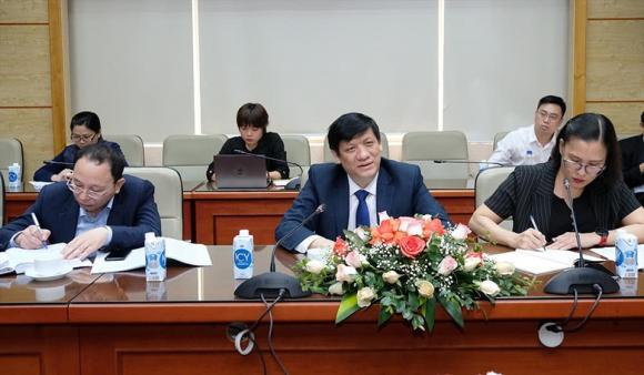 Bộ trưởng Bộ Y tế Nguyễn Thanh Long làm việc về vaccine COVID-19. Ảnh: Trần Minh