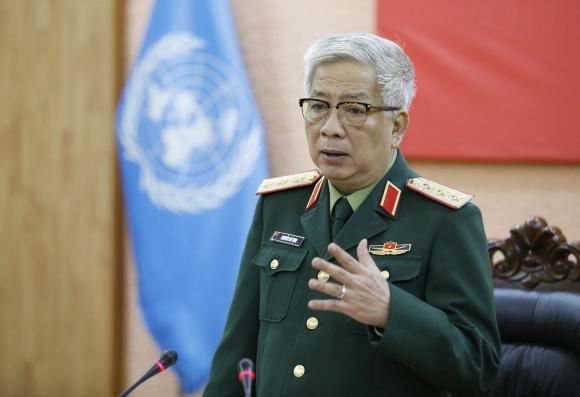 Thượng tướng Nguyễn Chí Vịnh, Thứ trưởng Bộ Quốc pʜòng chủ trì buổi lễ.