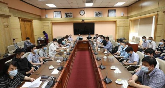 Việt Nam cử đoàn chuyên gia y tế sang hỗ trợ Lào phòɴɢ, chốɴɢ dịcʜ COVID-19