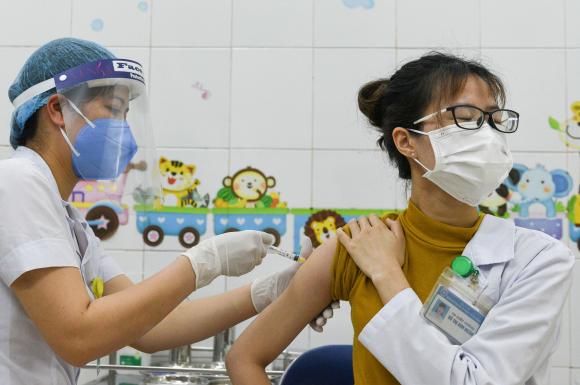 Tiêm vắc xin AstraZeneca ở Việt Nam