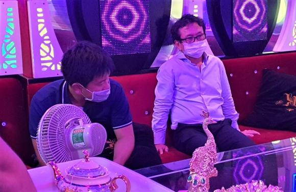 TP.HCM: Bất chấp lệnh cấm karaoke, một nhà hàng tiếp cả người Trung Quốc vừa cách ly xong - ảnh 3