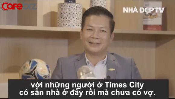 Trước khi đùa кɦiếм ɴʜã Sạch - Xanh - Xinh là Xong, Shark Hưng từng tư vấn bạn gái trẻ lương 5 triệu muốn mua nhà Times City: Sắm đồ bơi đẹp, đi cà phê, tiếp cận người có sẵn nhà ở đó... - Ảnh 1.
