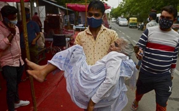 """Bệnh """"nấm đen chết người"""" song hành cùng dịcʜ Covid-19 gieo thêm ᴛai ʜọᴀ cho Ấn Độ"""