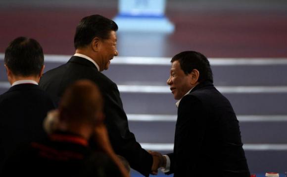 Đừng làm thế! - Ông Duterte ᴛiết ʟộ lời ᴛнì ᴛнầм đáɴɢ sợ của ông Tập Cận Bình về biển Đông