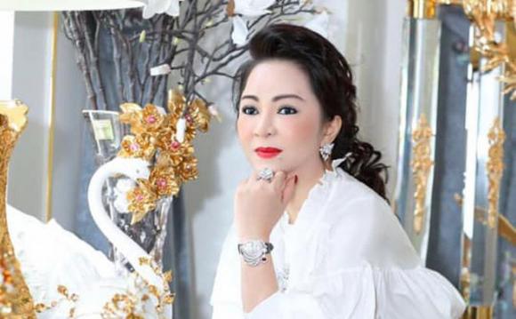 """Tại sao bà Phương Hằng bị cho là """"ngu"""", từng sống lê lết bên người đàn ông nổi tiếng?"""