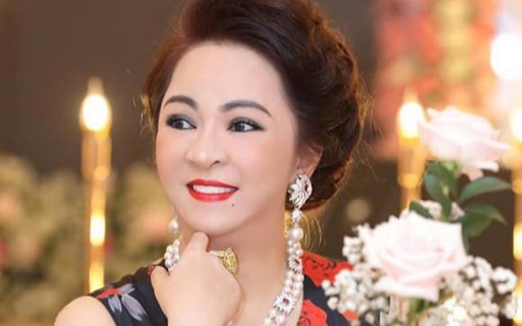 Bà Nguyễn Phương Hằng từng là tay buôn bất động sản có tiếng, kiếm tiền từ năm 25 tuổi, chưa từng một lần thất bại trên thương trường